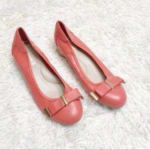 Dana Buchman coral heels gold accents bow 8.5